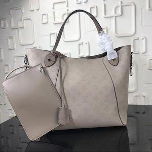 Louis Vuitton hina MM cream